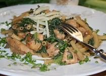 Špenát s drůbežím masem a těstovinou
