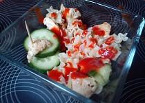 Těstovinový salát s masem a zeleninou