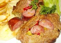 Plněná barevná roláda z mletého masa