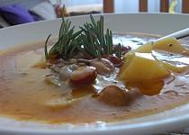 Gulášový  mix z brambor, paprik a  výborné uzeniny