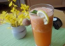 Mrkvový nápoj s bílou ředkví,chřestem a zázvorem