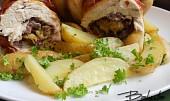 Nadívaná jarní kuřátka a petrželové brambory