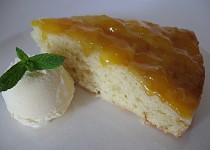 Obrácený koláč s mišpulemi