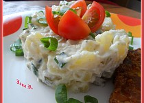 Bramborový salát s česnekem