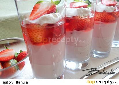 Jahodový pohár s jogurtem