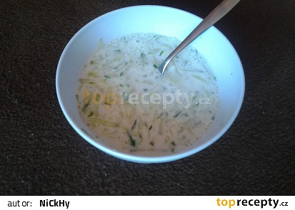 Okurkový salát s kefírem