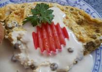 Omeleta s hráškem a sýrovým přelivem