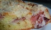 Ovocný koláč z jogurtového těsta s drobenkou