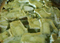 Předvýplatní zapečené brambory se špenátem a hermelínem