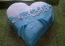 Srdcový dvojbarevný dort