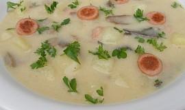 Staročeská bramborová polévka s párkem