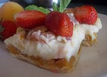 Jemný dezert s pudingovým tvarohem a meruňkami