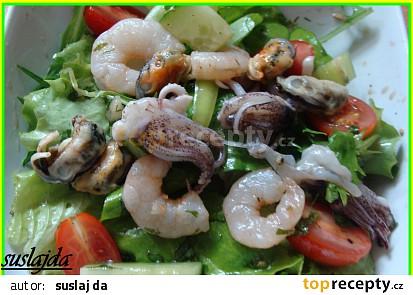 Zeleninový salát s mořskými plody