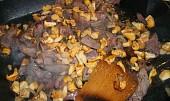 Drůbeží jatýrka na zauzené slanině s liškama