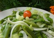 Fazolkový salát s mangoldovými řapíky