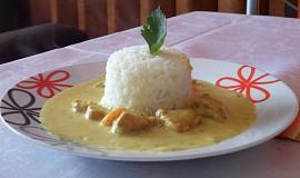 Curry kuřecí kostky s mrkví na smetaně