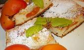 Koláč s meruňkami a rybízem