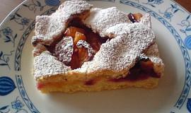 Křehký perníkový koláč s ovocem