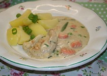 Kuřecí prsa se zeleninou ve smetanové omáčce v pomalém hrnci