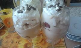 Obláčkový tvarohovo-smetanový pohár s příchutí kávy