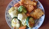 Pikantní rybí kousky se zapečenou zeleninou