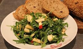 Rukolový salát s hruškou (jablkem)