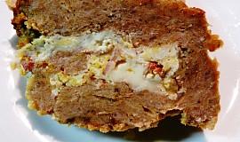 Sekaná plněná Nivou a smaženými vejci na slanině