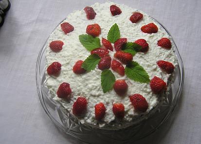 Sladký jahodový dort