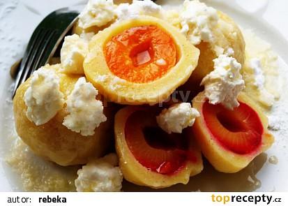 Sněhové tvarohové knedlíky s ovocem