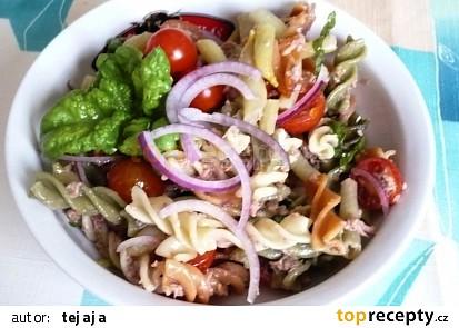 Těstovinový salát s tuňákem,  fazolkami a cherry rajčaty