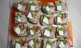 Víkendová snídaně R-om-i-k- domácí bylinkový obložený chléb