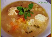 Zeleninová polévka se sýrovými knedlíčky