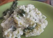 Bramborový salát s koprem a balkánským sýrem