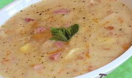 Celerová polévka s uzeným masem
