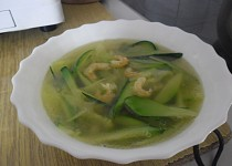Cuketová polévka se sušenými krevetami
