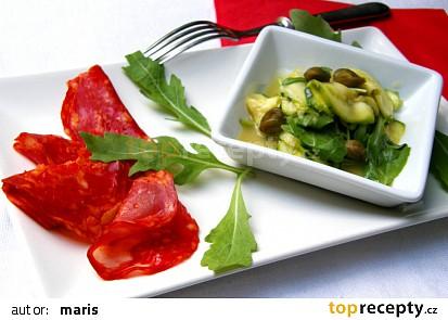 Cuketový salát s rukolou a kapary