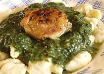 Kuře se špenátem a bramborovými noky