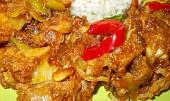 Kuřecí kousky na zázvoru, piniových oříšcích a zelenině