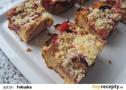 Medový koláč se švestkama