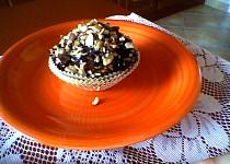 Muffinky s kousky čokolády, polevou a ořechy