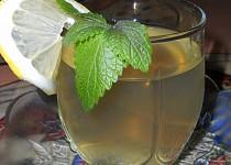 Nápoj z meduňky, citrónu a medu