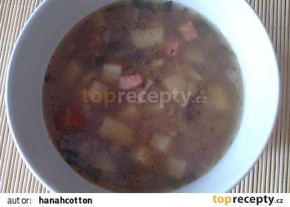 Pohanková polévka s houbami a klobásou
