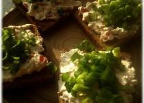 Pomazánka z cottage sýra na opekaném chlebu