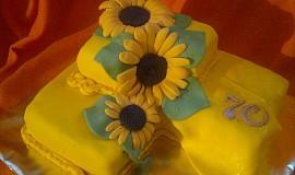 Punčový dort se slunečnicemi