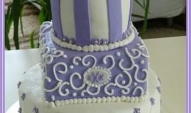Svatební dort fialovobílý