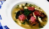 Uzená polévka s houbami a krupicovými nudlemi