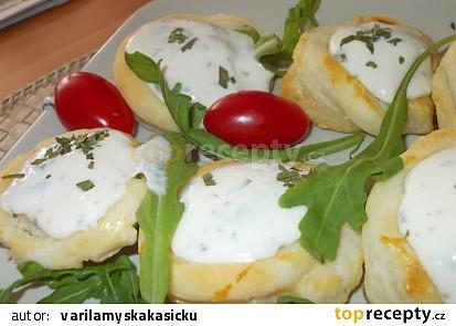 Koláčky  z listového těsta s brynzou a ovocem (zeleninou)
