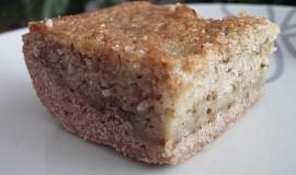 Ořechová buchta z cukety s perníkovou podestýlkou