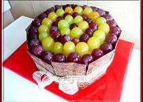Dort s čokodestičkami a ovocem