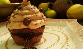 Polevane vanilkovo-kakaove cupcakes s dulce de leche kremem
